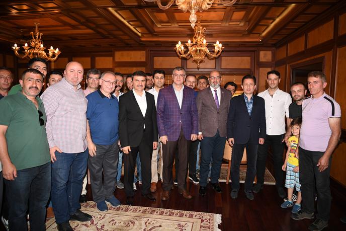 Başkan Yazıcı, Tuzla Belediyesi Ailesiyle Bayramlaştı