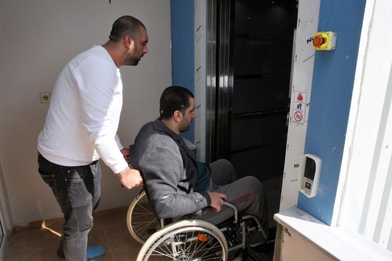 Başkan Yıldırım Engelli Gence Asansör Yaptırdı