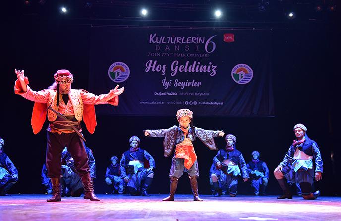 Tuzla'da Kültürlerin Dansı, Birlik ve Beraberliği Sahneye Taşıdı