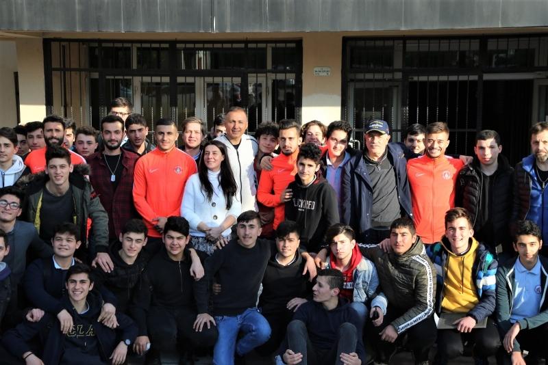 Ümraniyesporlu Futbolcular Kültür-Sanat Okulda Başlar Programına Katıldı