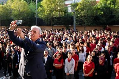 Başkan İsmet Yıldırım Yeni Haftaya Öğrencilerle Bir Araya Gelerek Başladı