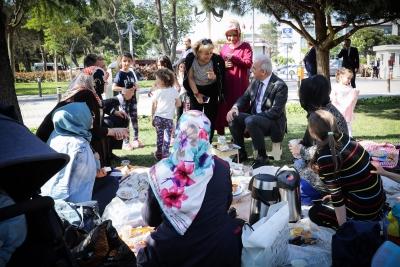Başkan İsmet Yıldırım Ramazan Öncesi Piknik Yapan Aileleri Ziyaret Etti