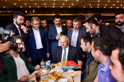 Binali Yıldırım Çengelköy Esnafı ile Sahur Yaptı.