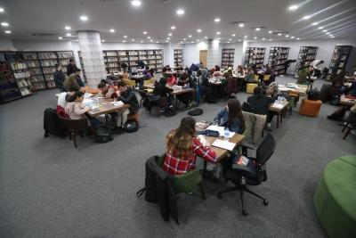 Halk Kütüphanesi ve Millet Kıraathanesi`ne Yoğun İlgi