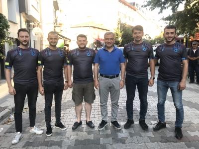 Hilmi Türkmen' den Trabzonlu Gençlere Bayram Hediyesi