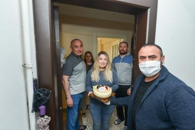 Sancaktepe'de Sokağa Çıkma Yasağında Doğum Günü Sürprizi