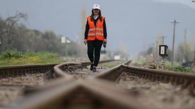 Tren raylarına 'kadın eli'yle yön veriyor