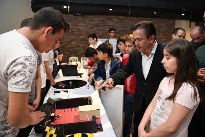 Tuzla Belediyesi, 4006 TUBİTAK Bilim Fuarları'nda Yarışan Eserleri Tuzla Bilim Projeleri Sergisi'nde Sergiledi