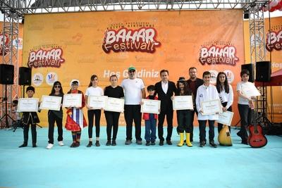 Tuzla Belediyesi Bilgi Evleri Bahar Festivali Düzenledi
