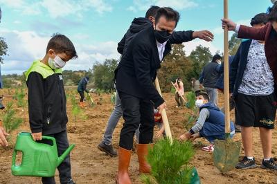 Tuzla'da Fidanlar Toprak İle Buluştu