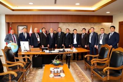 Ümraniye Kırgız Belediye Başkanlarını Ağırladı