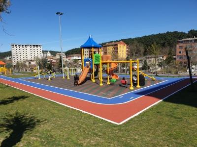 Ümraniye'de Parklar Yenilenmeye Devam Ediyor
