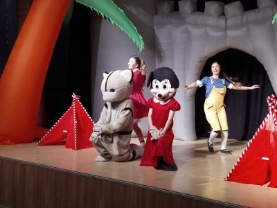 Ümraniyeli Çocuklar Tiyatronun Keyfini Çıkardı
